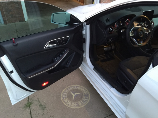 Mercedes Cla 250 >> CLA 250 with ghost light on the door